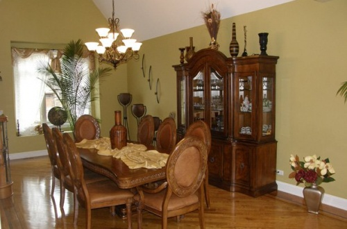 b_Enormous Dining room with vaulted ceiling and perfect for the largest of gatherings