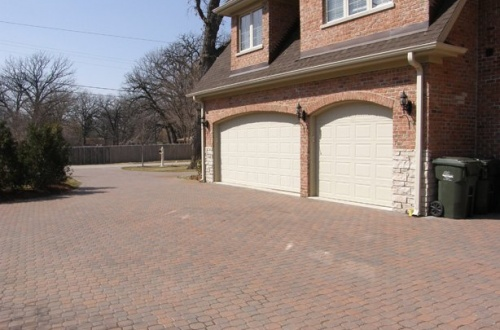 q_Side drive and circle drive all brick paver and attached 3 car garage