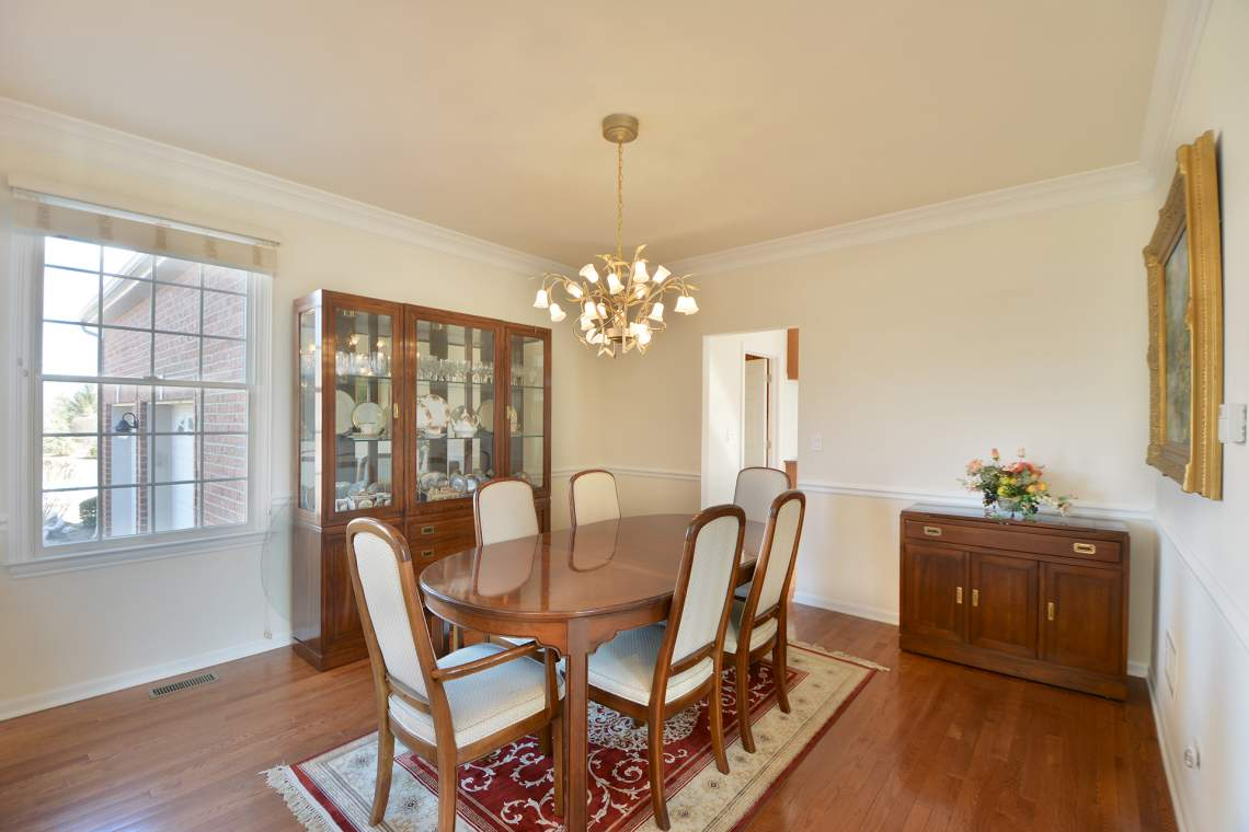 04 dining room