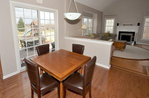 9 Eat In Area & Family Room