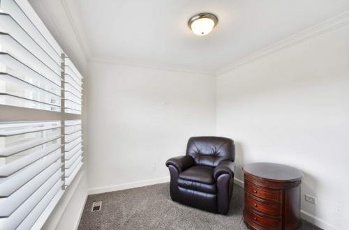 25 sitting room