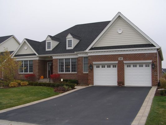 Beautiful Golf Villa Ranch in the HAwthorn Woods Country Club with gas lights with electric ignitors