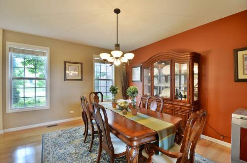 09 dining room