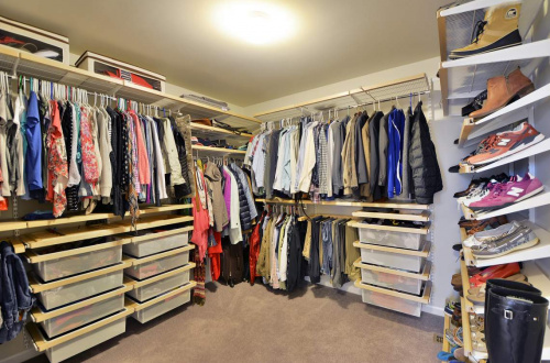 20 master bed closet