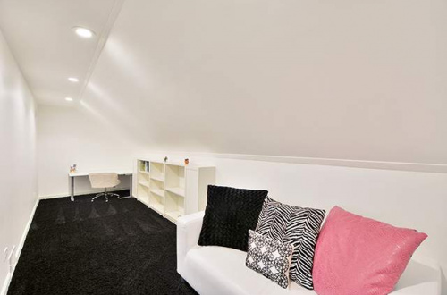 16 2nd bedroom sitting area